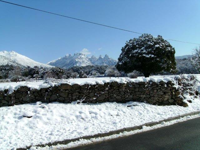 Les Aiguilles de Bavella sous la neige